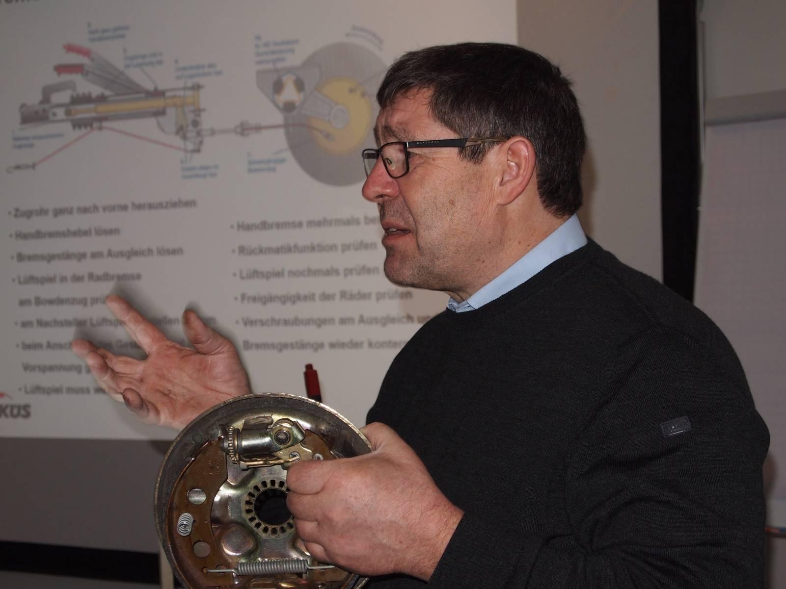 Foto von Michael Stedele beim Seminar zu Auflaufbremsen
